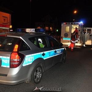 Kierowca osobowego citroena dachowa� przez nieodpowiedzialne zachowanie pijanego nastolatka. Do szpitala trafi�a jedna osoba, fot. eOstro��ka.pl